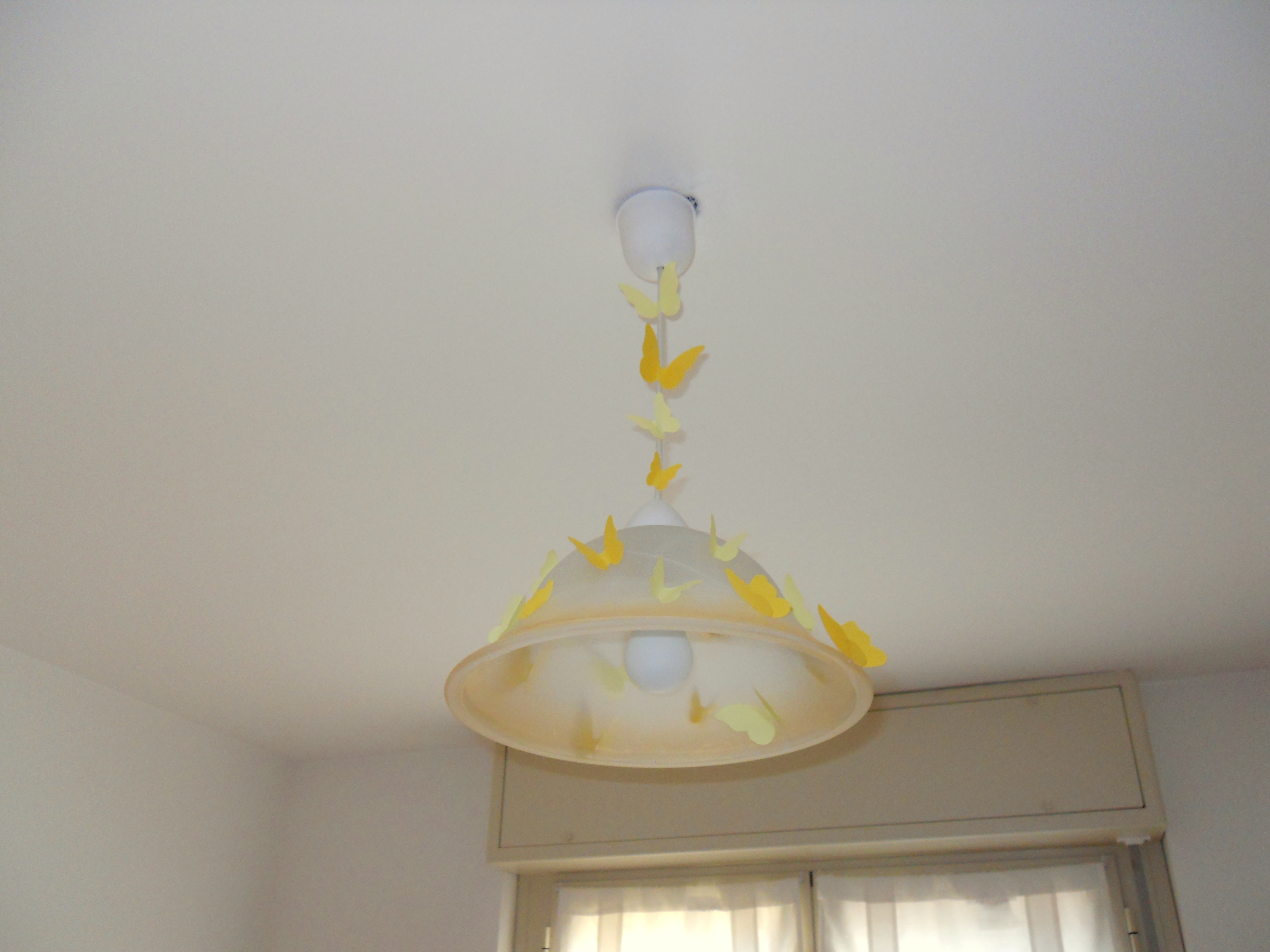 Farfalle Fai Da Te riciclo creativo in cameretta: lampadario farfalle fai da te