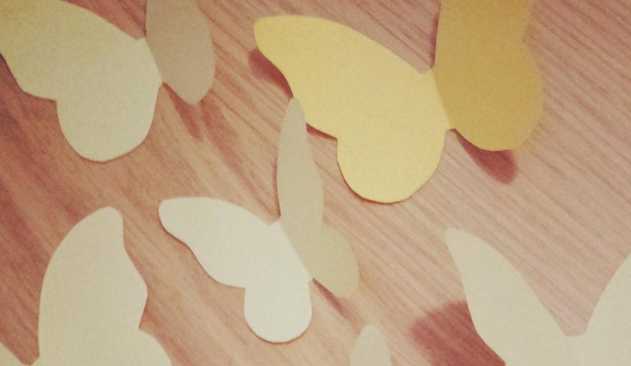 Riciclo creativo: lampadario farfalle fai da te